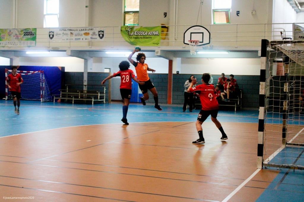 "Encontro de Desporto Escolar - Andebol Masculino - Aquilino Ribeiro vence encontro onde reinou o ""fairplay""."